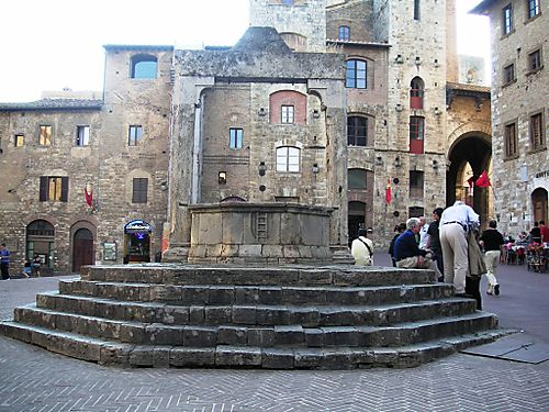 Cisterna on the Piazza