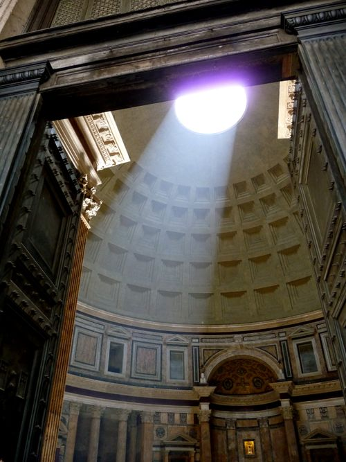 light thru oculus at Pantheon in Rome